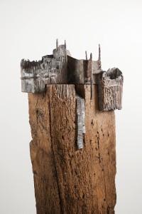 Verlaten landschap  Brons en eikenhout